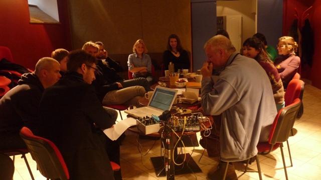 """Nuotrauka iš asmeninio """"Artotekos"""" archyvo. Garso workshopas 2010-11-19"""